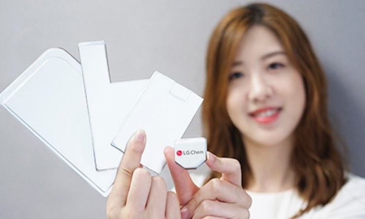 A hexagon-shaped battery, right, developed by LG Chem, and modules using the battery, are seen in this file photo, Sunday. / Courtesy of LG Chem