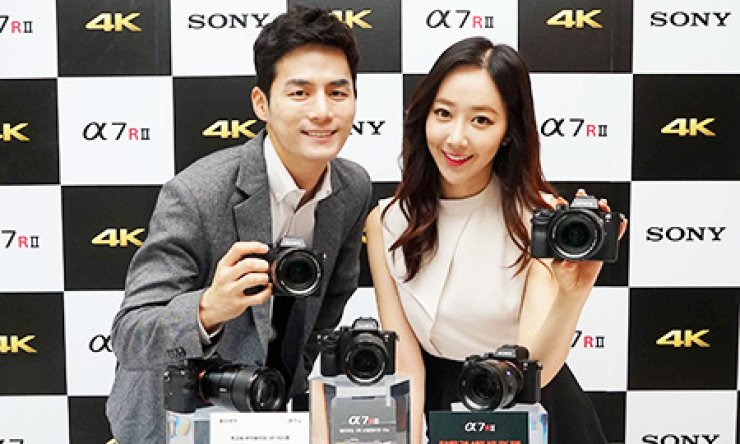 Models promote Sony's new full-frame mirror-less camera 'Alpha 7 R II' during a press conference at the Westin Chosun Hotel in central Seoul, Monday./ Courtesy of Sony Korea