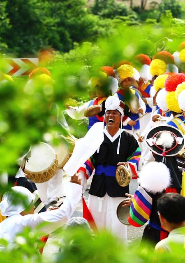 'Nongak,' Korean traditional farmers' music and dance, made its way into the United Nations Educational, Scientific and Cultural Organization (UNESCO)'s list of intangible cultural heritages Friday, becoming Korea's 17th cultural heritage included on the list. / Korea Times file