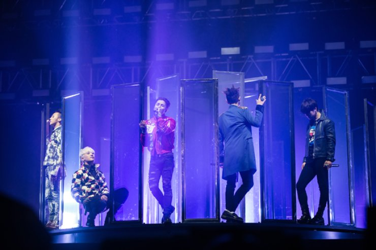 The five-member K-pop band Big Bang performs at the 'World Tour MADE' concert at the Olympic Gymnastics Arena, Seoul, last weekend. / Courtesy of YG Entertainment