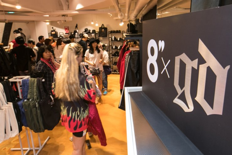 People shop at 8 seconds store in Myeongdong in Jung-gu, central Seoul, to purchase brand's new collaboration line '8 X GD.' / Courtesy of Samsung C&T