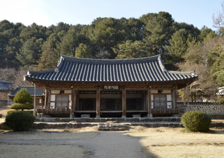 Deokcheon Seowon in South Gyeongsang Province was built in the 16th century. / Korea Times file