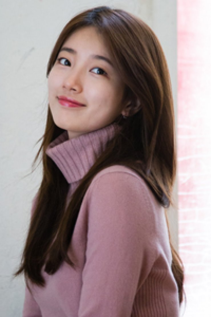 Singer-turned-actress Suzy attends a press preview of the upcoming film 'The Sound ofa Flower' at a theater in Wangsimni, eastern Seoul, Wednesday. / Yonhap