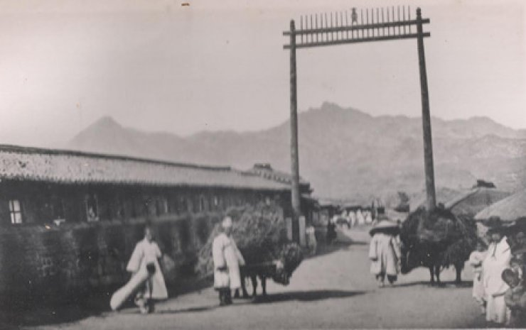 A photo of the late-19th century Korea by Percival Lowell / Courtesy of Robert Neff Collection