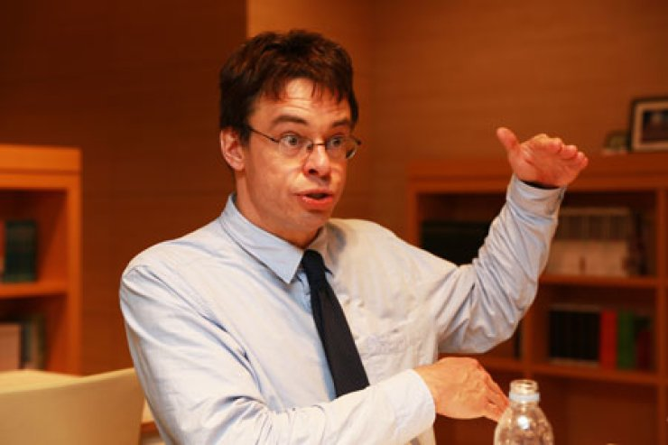 Michael Puett, professor of Chinese history at Harvard University, speaks at the Asan Institute of Policy Studies in Seoul, Thursday./ Korea Times photo by Yoon Sung-won