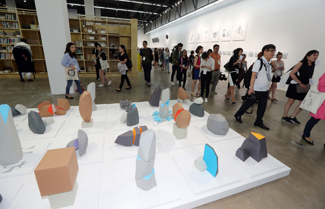 Celine Condorelli's 'On the Right and on the Left (Without Glasses)' is on display at the 2016 Gwangju Biennale. Courtesy of Gwangju Biennale