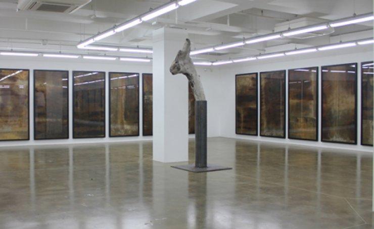 Installation view of CI Kim's 'Untitled' (2013) at Arario Gallery Cheonan / Courtesy of Arario Gallery