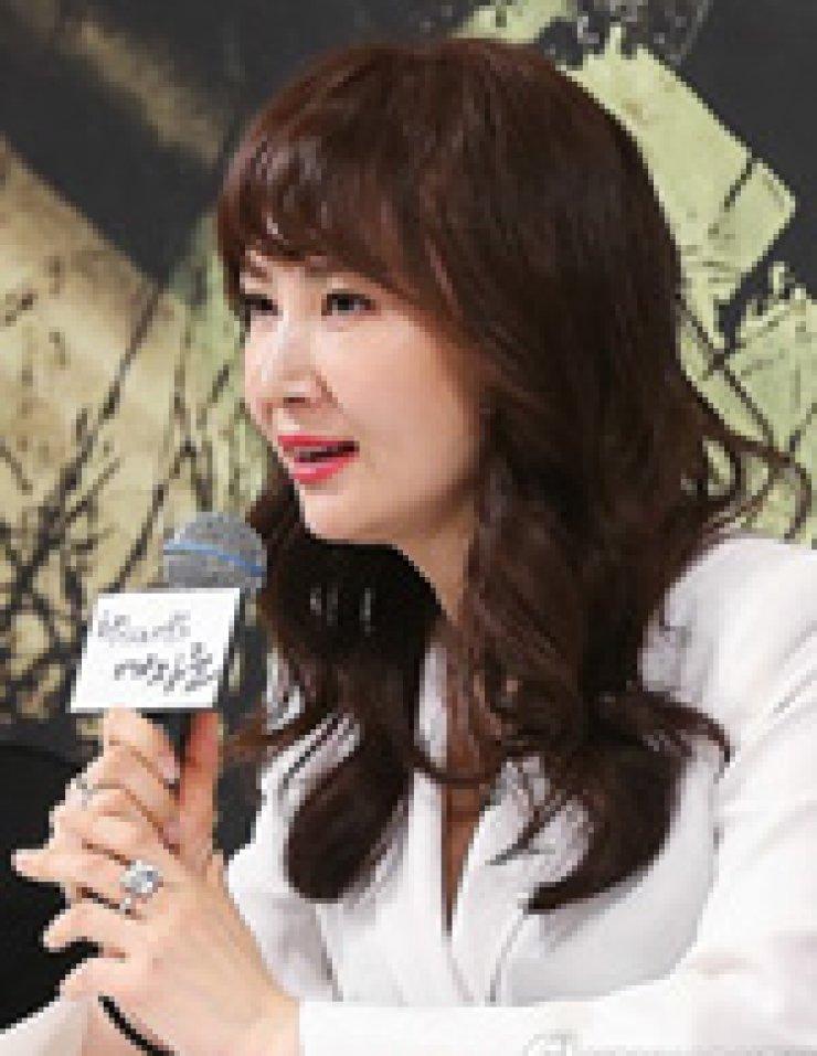 Chae Si-ra Kim Hee-seon Kim Sung-ryoung