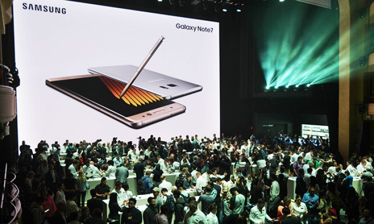 Visitors to the Samsung Galaxy Unpacked event fill the Hammerstein Ballroom in New York, Tuesday (local time). Samsung Electronics hosted a hands-on test session after unveiling its Galaxy Note 7. / Yonhap