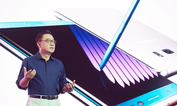 Koh Dong-jin, president at Samsung Electronics' mobile communications division, introduceshis company's new flagship handset - the Galaxy Note 7 - at a media event in southernSeoul, Thursday. / Courtesy of Samsung Electronics