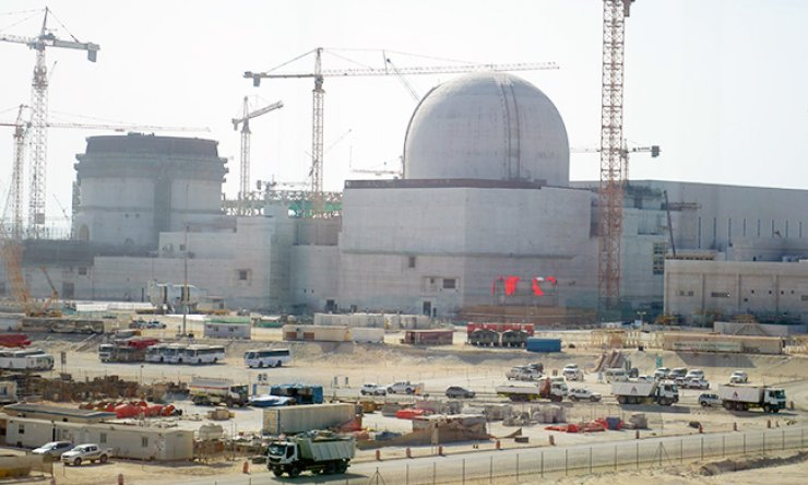 Construction is underway at a nuclear power plant in Barakah, the United Arab Emirates (UAE). The Korea Electric Power Corp. (KEPCO) signed a $49.4 billion deal Thursday to operate the facility for the next 60 years. Since 2009, KEPCO has been undertaking a $20 billion project to build four reactors in the Middle Eastern nation, in cooperation with local builders and other contractors. It plans to complete the construction by May 2020. / Courtesy of KEPCO