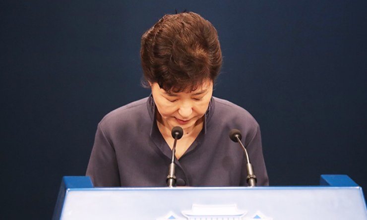 President Park Geun-hye bows to offer a public apology for suspicions surrounding her long-time confidant Choi Soon-sil at Cheong Wa Dae, Tuesday. She admitted media reports that Choi had edited her speeches in the early years of her presidency. / Yonhap