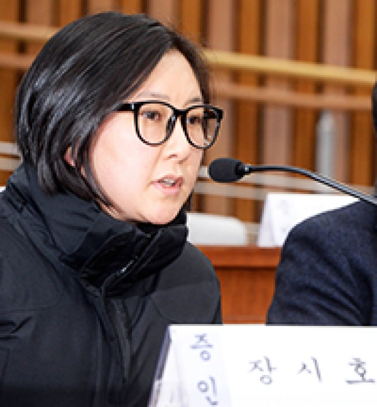 Jang Si-ho, niece of President Park Geun-hye's confidant Choi Soon-sil, speaks during the National Assembly hearing over the influence-peddling scandal involving the Choi family, after receiving a subpoena from the Assembly for her earlier decision not to participate, Wednesday. / Korea Times photo by Bae Woo-han