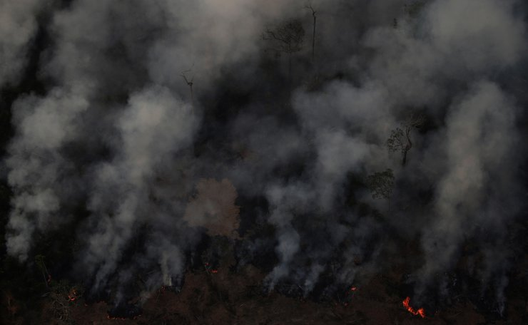 Smoke billows during a fire in an area of the Amazon rainforest near Porto Velho, Rondonia State, Brazil, Brazil August 21, 2019. Reuters