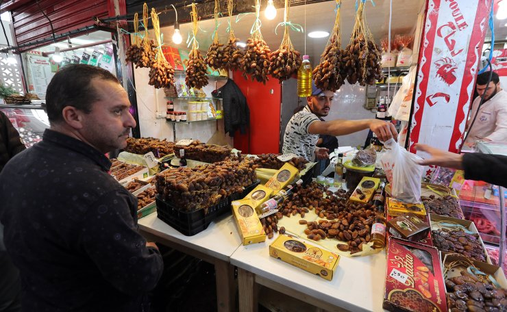 An Algerian man sells dattes during the first day of Muslim holy month of Ramadan at a market in Algiers, Algeria, 06 May 2019. EPA