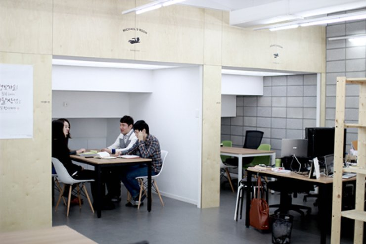 Employees have a meeting in a conference room called 'Michael's Room' in the building of Woowahan Brothers in Jamsil, southern Seoul. / Courtesy of Woowahan Brothers