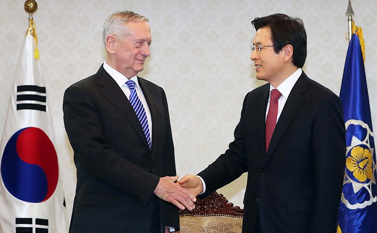 Acting President Hwang Kyo-ahn, right, and U.S. Defense Secretary Jim Mattis shake hands during a meeting at the Government Complex in Seoul, Thursday. / Joint press corps