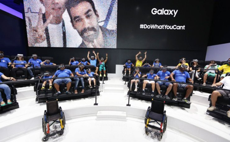 Brazilian children with disabilities enjoy virtual reality roller coaster experiences at Galaxy Studio, set up by Samsung Electronics at Olympic Park in Rio de Janeiro during September last year. Samsung Electronics ran the booth as the official telecommunication partner with the International Paralympic Committee. / Courtesy of Samsung Electronics