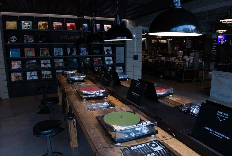 Turntables at Vinyl & Plastic