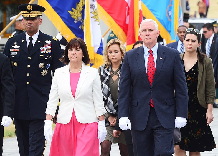 U.S. Vice President Mark Pence, second from right, along with his wife Karen, two daughters and U.S. Forces Korea Commander Gen. Vincent Brooks, left, walk toward a memorial altar to pay their respects at the National Cemetery in Dongjak-dong, Seoul, Sunday. South Korea is the first leg of Pence's four-nation trip that will also include Japan, Indonesia and Australia, lasting until April 25. / Yonhap