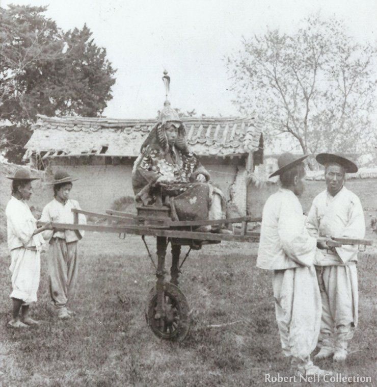 A Korean official riding on a choheon.