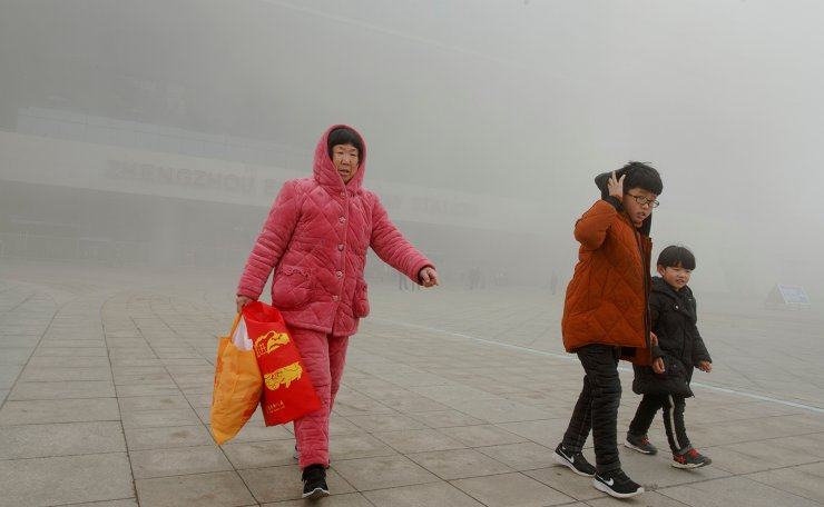 People leave the high speed railway station on a hazy morning in Zhengzhou, Henan province, China February 21, 2019. Reuters