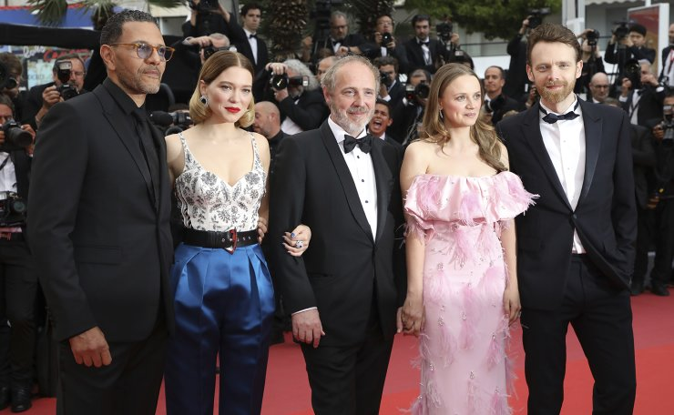 Actors Roschdy Zem, from left, Lea Seydoux, director Arnaud Desplechin, actors Sara Forestier and Antoine Reinartz poses for photographers upon arrival at the premiere of the film 'Oh Mercy' at the 72nd international film festival, Cannes, southern France, Wednesday, May 22, 2019. AP