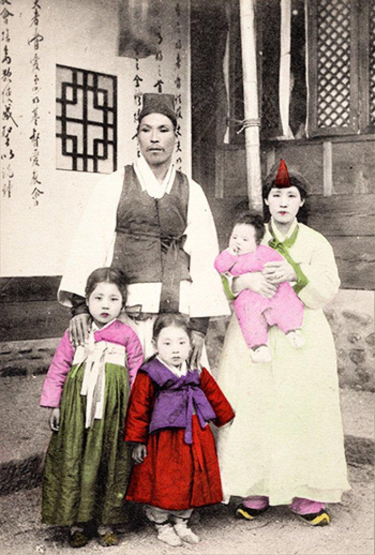 A Korean middle-class family, circa 1900, courtesy of Diane Nars.
