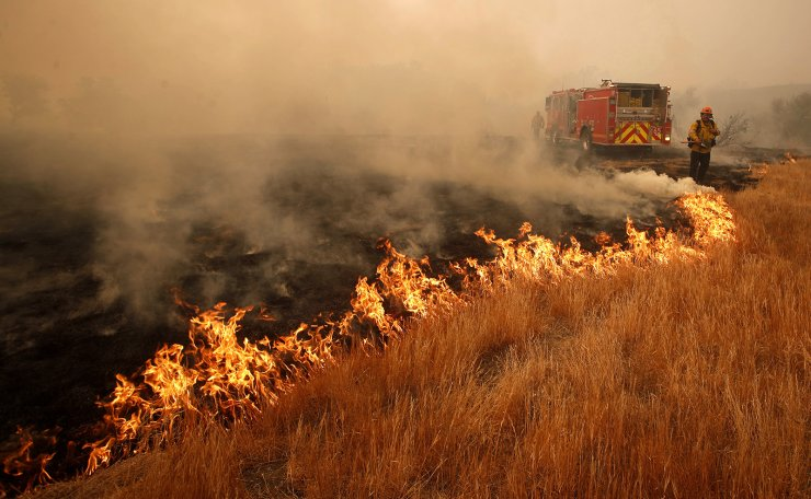 A firefighter battles a hotspot caused by the Woosley Fire in Malibu, California, USA, 10 November 2018. EPA