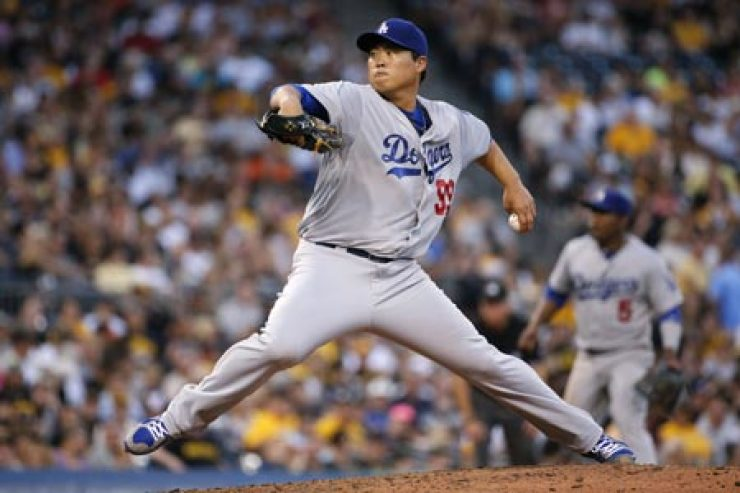 Los Angeles Dodgers starting pitcher Ryu Hyun-jin delivers during the fourth inning of a game against the Pittsburgh Pirates in Pittsburgh, Tuesday. / AP-Yonhap