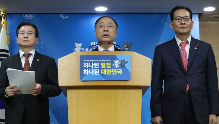 Office for Government Policy Coordination Minister Hong Nam-ki announces new rules on cryptocurrency trading at a press conference in Seoul, Thursday. / Yonhap