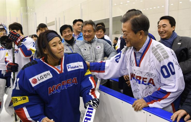 President Moon Jae-in speaks to a female ice hockey player in training early this month. / Korea Times