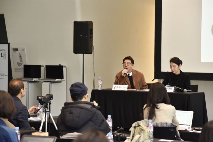 Jung Ku-ho, left, executive director of HERA Seoul Fashion Week, speaks at a press conference at the Dongdaemun Design Plaza in Seoul, Tuesday. /Courtesy of Seoul Design Foundation