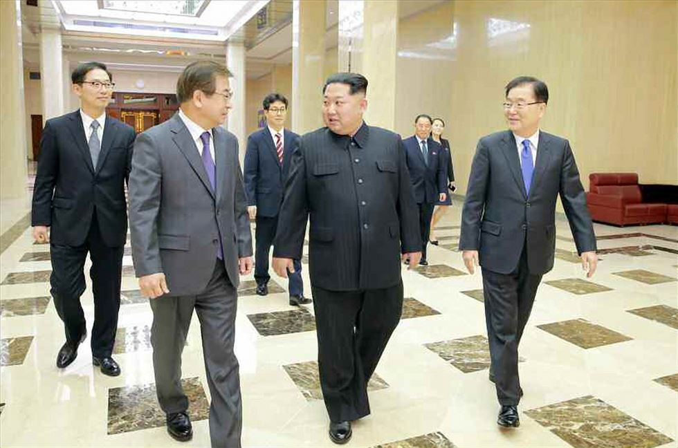 Chung Eui-yong, President Moon Jae-in's national security officer and envoy to North Korea, gives a news briefing about his northern visit at Cheong Wa Dae on Tuesday night. / Yonhap
