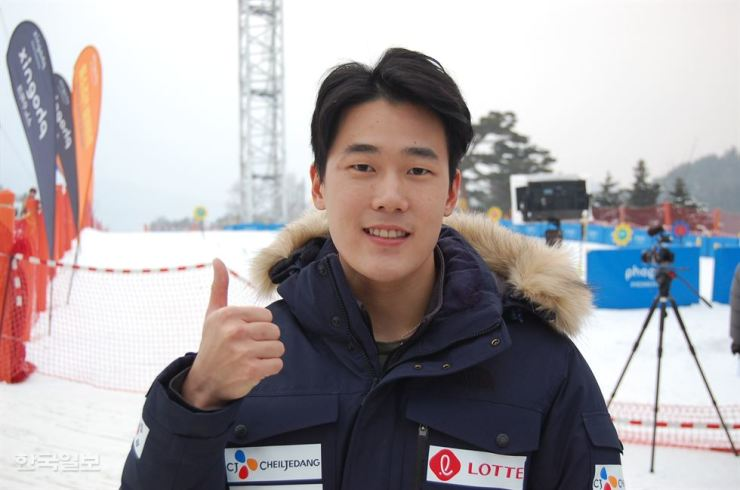 South Korean mogul skier Choi Jae-woo has been accused of sexually harassing female teammates at an international ski competition in Japan on Mar. 3. / Korea Times file