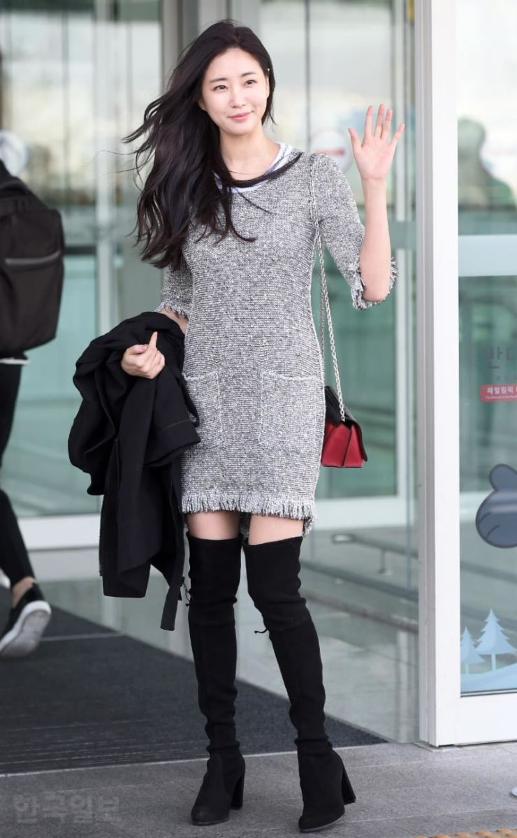 Kim Sa-rang at Incheon International Airport before leaving for Paris Fashion Week on March 1. / Korea Times photo by Lee Ji-sook