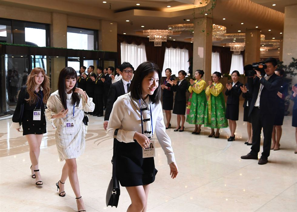 From left, Wendy, Yeri, Seulgi and Irene from Red Velvet after performing at the East Pyongyang Grand Theater on Sunday. / Yonhap
