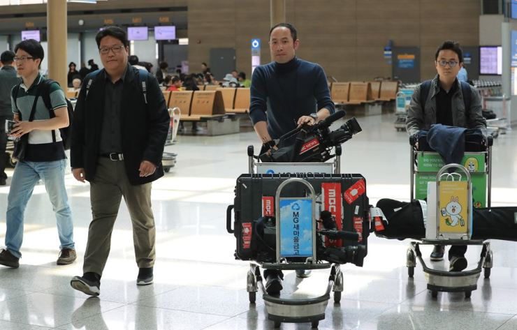 South Korean reporters at Incheon International Airport, Monday. / Yonhap