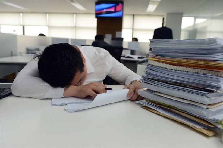 An overworked office worker in Seoul. / Korea Times file