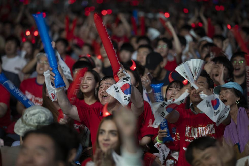 A football fan holds the national flag at Seoul Square, Monday. / Korea Times photo by Shim Hyun-chul