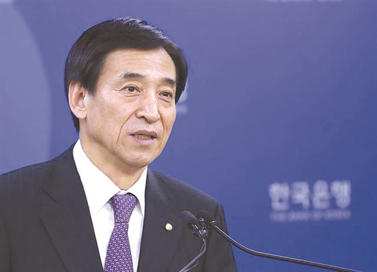 The Bank of Korea Governor Lee Ju-yeol responds to a question after the country's central bank left its benchmark key rate unchanged at 1.5 percent from its monetary policy meeting May 24. Yonhap