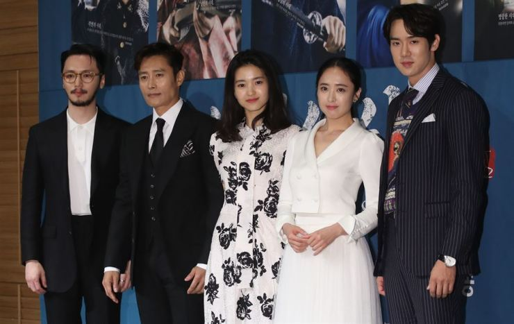 Actor Lee Byung-hun, second from left, and other cast members of upcoming tvN drama 'Mr. Sunshine' pose during a press conference in southern Seoul, Tuesday./ Yonhap