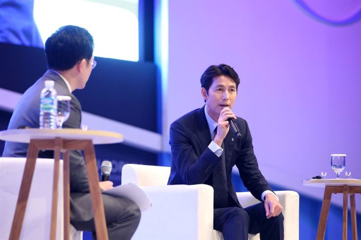 Actor Jun Woo-sung speaks at the 2018 Jeju Forum special session on refugees at the Jeju International Convention Center, Tuesday. Jung criticized radicals who called for the repatriation of 486 Yemeni refugees on the scenic southern island, for having double standards regarding refugees. / Courtesy of Jeju Forum
