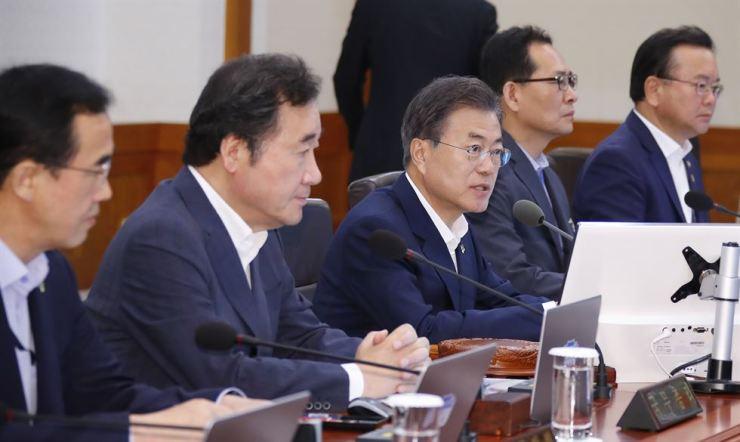 South Korean President Moon Jae-in speaks during a meeting at Cheong Wa Dae on June 12 as the U.S.-North Korea summit in Singapore is underway. Yonhap