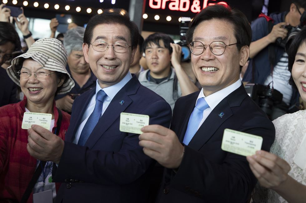 Korean War veteran Ji Chang-ho shows his train ticket for Pyongyang (misspelled as Pyeongyang) at Seoul Station on June 3. He is one of 650 who booked the one-day ticket online. / Korea Times photo by Choi Won-suk