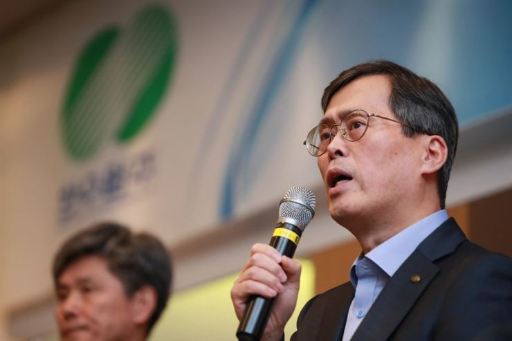 Korea Hydro & Nuclear Power CEO Chung Jae-hoon speaks during a press conference in southeastern Seoul, Friday, to announce the early shutdown of the Wolsong-1 nuclear reactor. / Yonhap