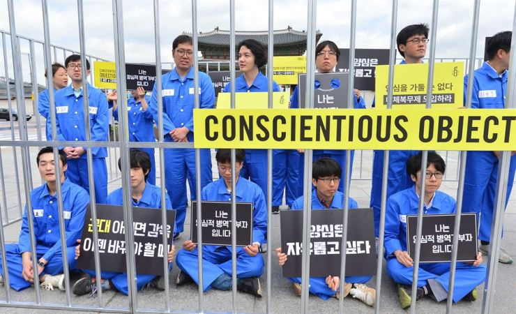 Conscience objectors urge the government to introduce an alternative military service during a protest in Gwanghwamun Square in central Seoul, May 15, weeks before the Constitutional Court ruled in favor of them. / Korea Times file