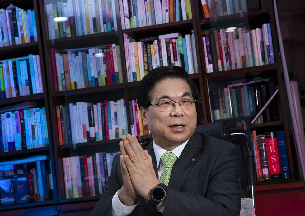 Yoido Full Gospel Church Senior Pastor Lee Young-hoon gesticulates during an interview with The Korea Times at his office in the church, Tuesday. Korea Times photo by Shim Hyun-chul