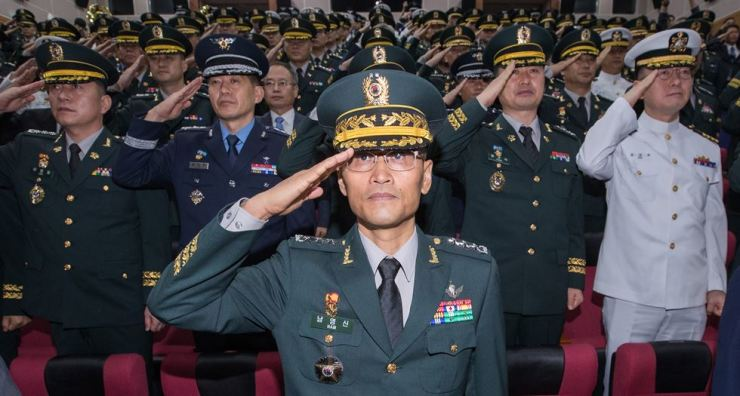 Nam Young-sin, head of the Defense Security Support Command, salutes while participating in the launch ceremony of the new military intelligence unit at its headquarters in Gwacheon, Gyeonggi Province, Saturday. / Yonhap