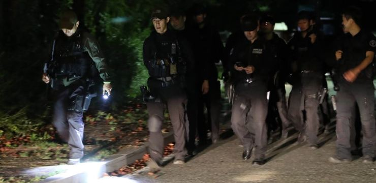 Police hunt a puma that escaped from a Daejeon zoo Tuesday evening. The puma was shot dead. Yonhap